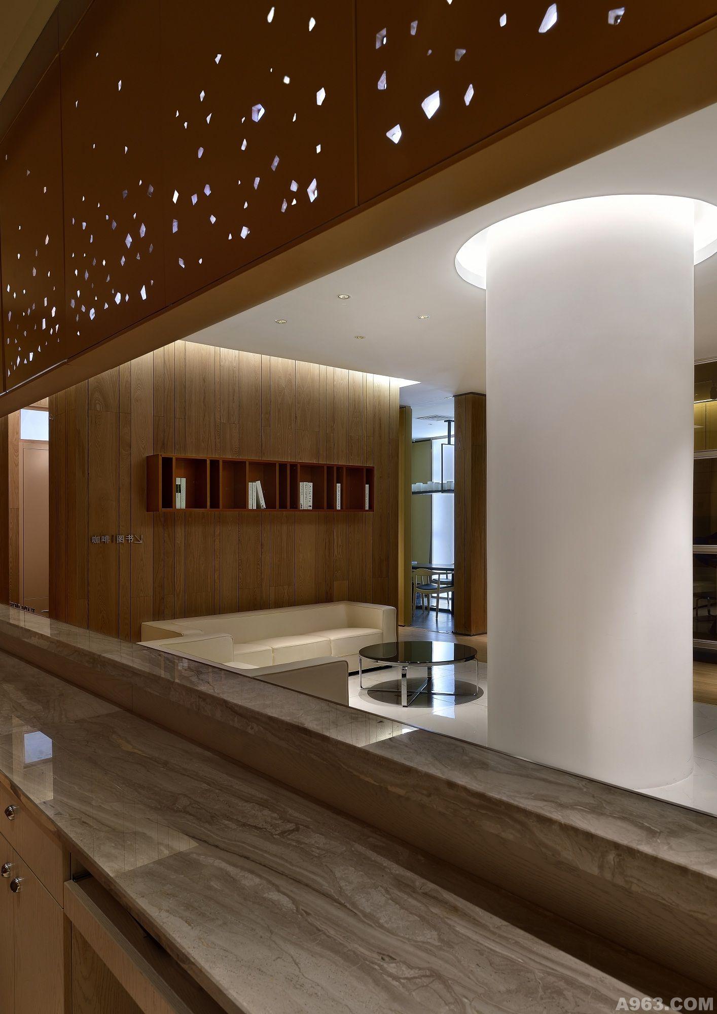 设计:高雄阅读:189次类别:展示空间 该项目为橱柜展厅,品牌定位为图片