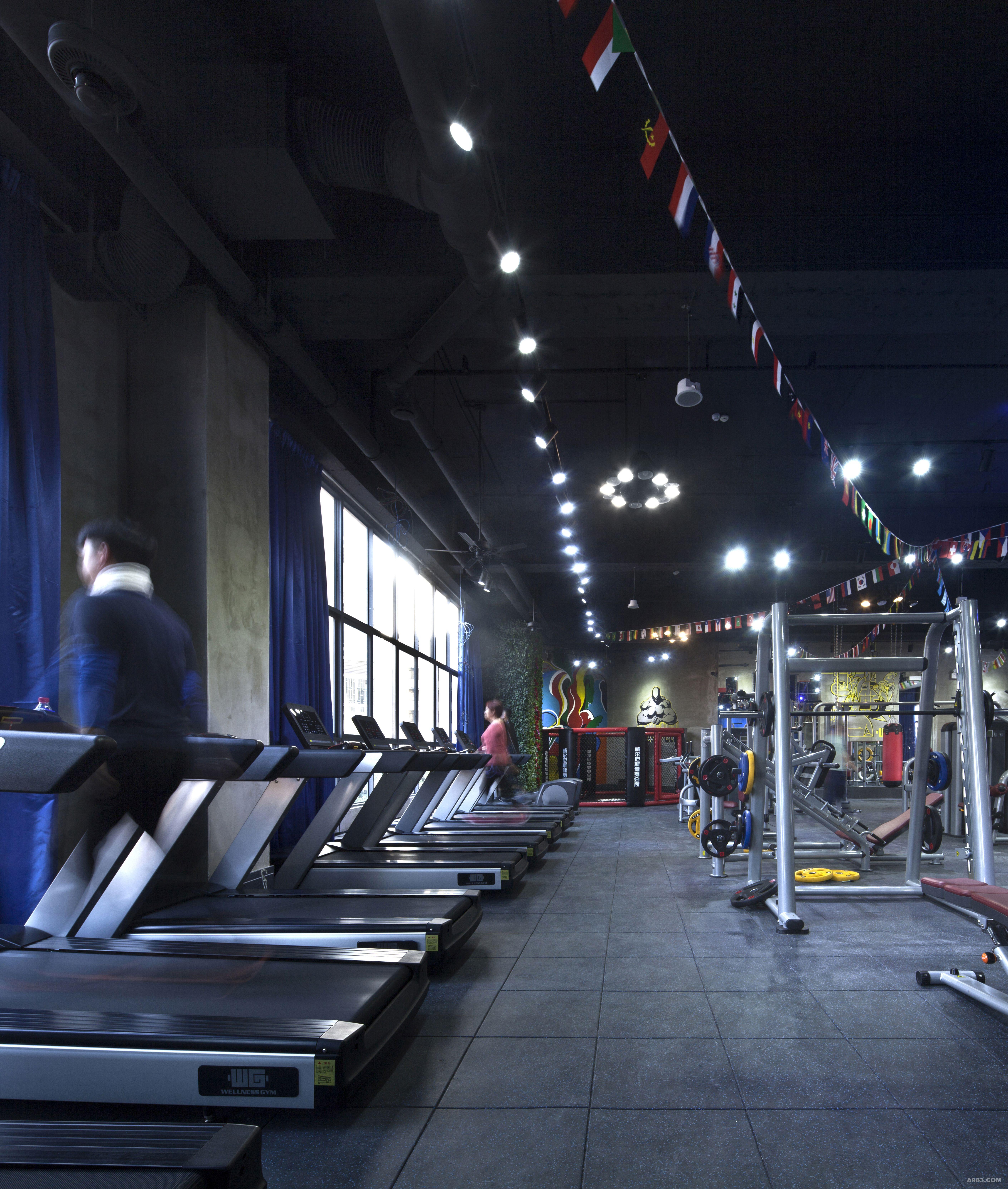 跑步机区:面对窗户秀丽风景,运动更有激情。